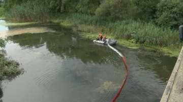 Разлив на нафта замърсява реката край Ахелой
