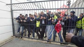 Служители на Еър Франс стачкуват заради мащабни съкращения