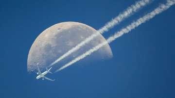 Пътнически самолет с над 70 души се разби край Москва
