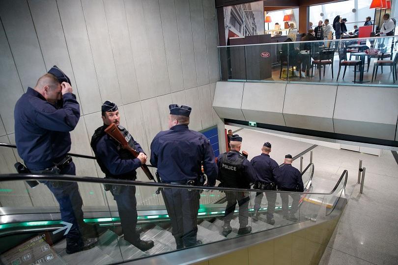 снимка 2 Оланд потвърди, че самолетът на Egyptair се е разбил в Средиземно море