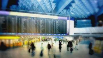 Закъснения на полети на лондонските летища заради протест и технически проблем