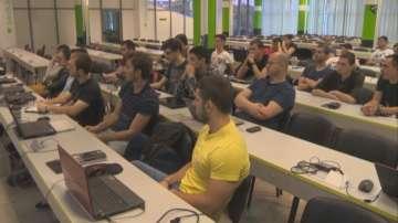 Компаниите сами обучават начинаещи програмисти