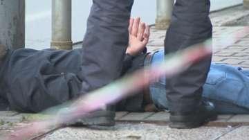Изнудвачи на чужденец счупиха крака на полицай при ареста им