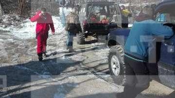 Двама души и дете са блокирани в хижа Академик, доброволци разчистват пътя