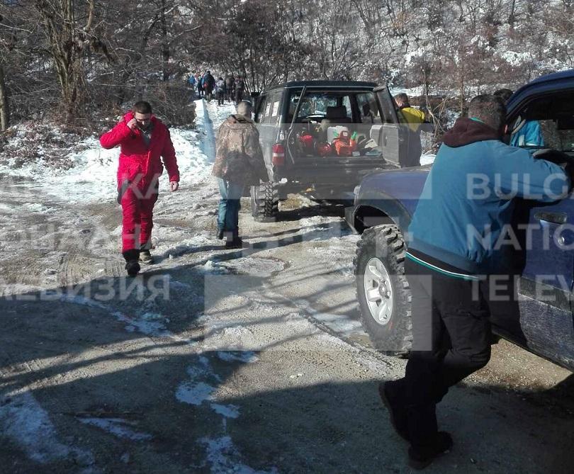 Доброволци от Пловдивско се включиха в акция да разчистят пътя