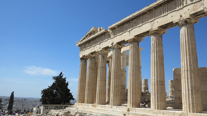 Четирима души са били покосени от мълния на Акропола в