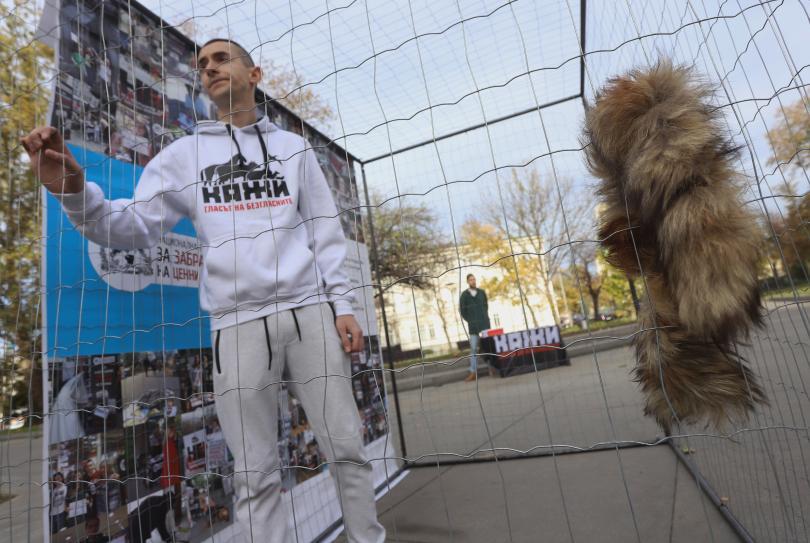 Необичайна акция срещу убиването на животни в центъра на София.