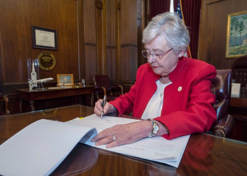 Алабама забранява абортите. Смята се, че това е най-стриктният подобен