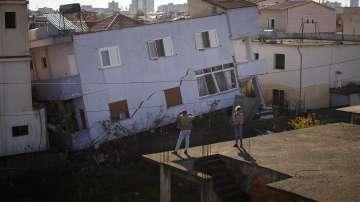 Експерти от България извършват оценка на щетите от труса в Албания