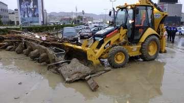 Поройни дъждове и наводнения парализираха Албания, един човек е загинал