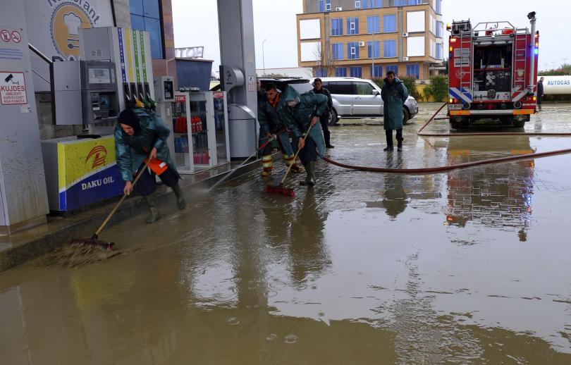 снимка 1 Поройни дъждове и наводнения парализираха Албания, един човек е загинал