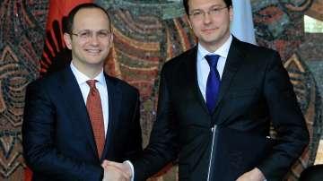 Албанският външен министър у нас