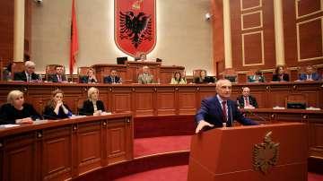 Социалистите събраха нужните подписи за освобождаване на албанския президент