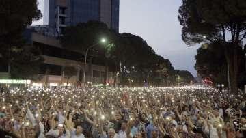 Хиляди на протест в Албания в подкрепа на опозицията