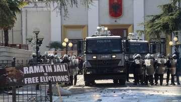 Сблъсъци на антиправителствените протести в Тирана