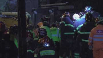 В Дуръс се опитват да спасят затрупано семейство с деца