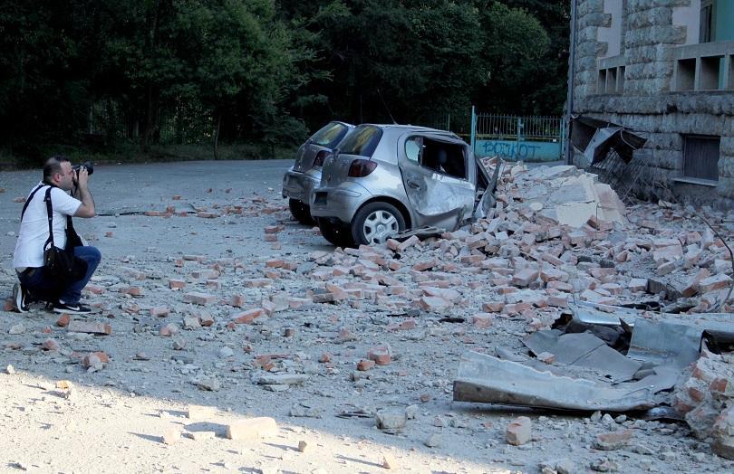 Над 100 души са пострадали при силните земетресения, регистрирани вчера