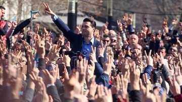 Албанската опозиция се отказа от мандатите си в парламента