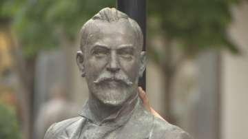 Откриха паметник на Алеко Константинов на бул. Витоша
