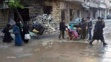 Близо 1000 цивилни бяха изведени от Алепо