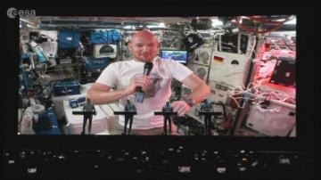 Електронен дует на германска група с космонавт