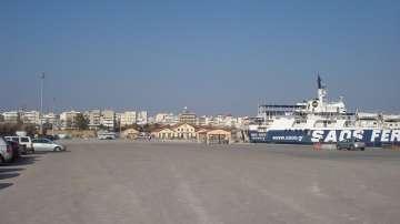 Стотици туристи, сред които българи, са блокирани на пристанища в Гърция