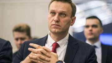 Руският опозиционер Алексей Навални е бил задържан пред дома си