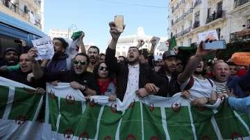 Протести в Алжир срещу перспективата за пети мандат на президента Бутефлика