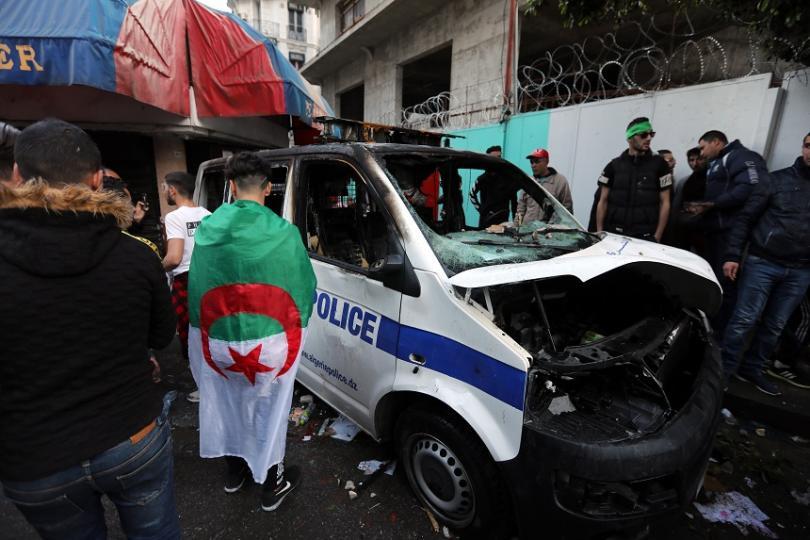 Снимка: Сблъсъци и протести в Алжир след поредния петъчен протест в страната