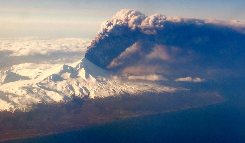 отменени полети аляска заради вулканична пепел