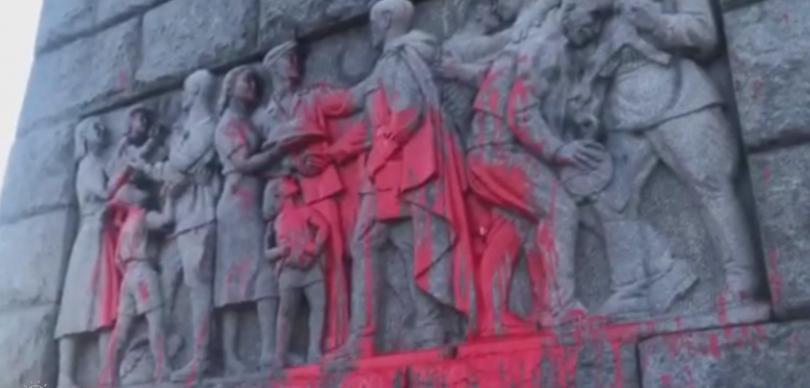 Поредно поругаване на паметник в Пловдив. Отново паметникът на Альоша