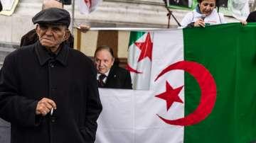 Ранени и арести при най-масовите протести в Алжир след Арабската пролет