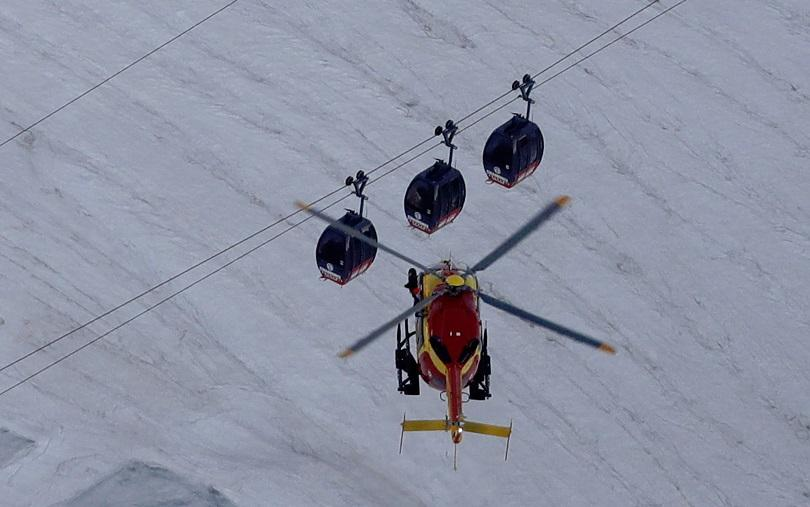 Четири хеликоптера транспортираха заради аварирал лифт над 400 души, останали