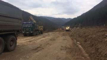 """снимка 1 Бойко Борисов инспектира строителните дейности по изграждането на АМ """"Европа"""""""