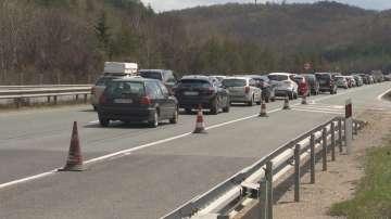 Интензивен трафик в първия от серията почивни дни за Великден