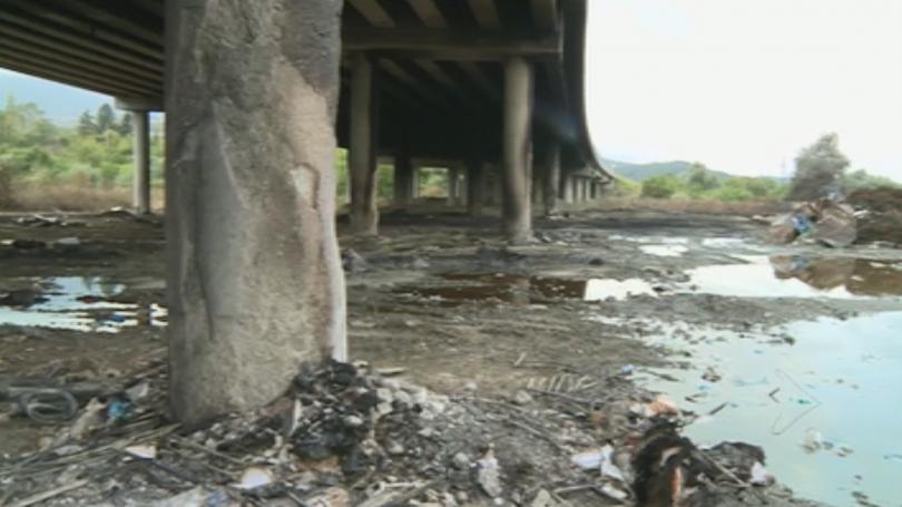 Снимка: Обвиниха собственика на депото за отпадъци, запалили се под АМ Струма