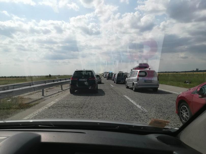 снимка 2 Километрично задръстване на АМ Тракия заради катастрофа