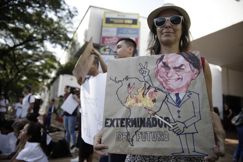Хиляди души излязоха по улиците на бразилската столица с призив