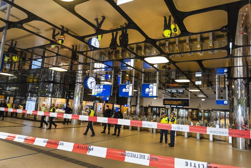 ранените нападения нож гарата амстердам американци