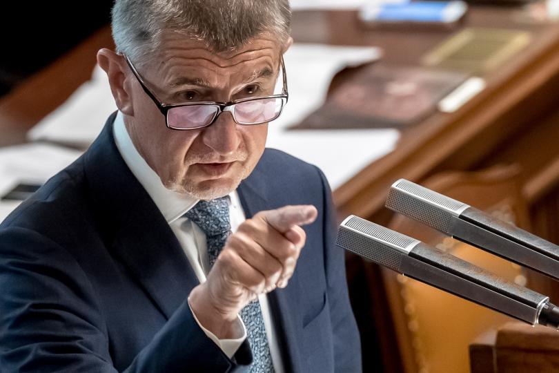 Милиардерът, чешкият премиер Андрей Бабиш оцеля след гласуването на вот