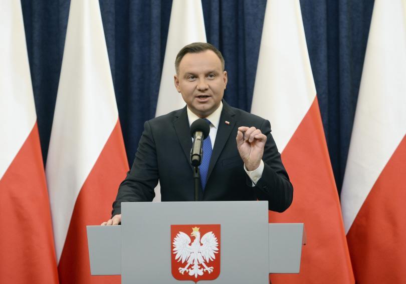 полският президент обяви подпише спорния закон холокоста