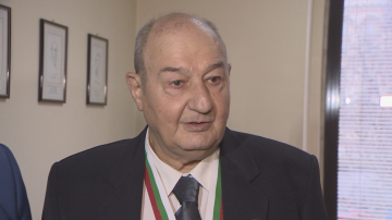 80-годишен анестезиолог от ВМА получи златен почетен знак първа степен