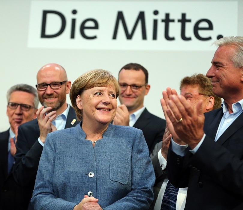 """снимка 1 Меркел започна трудните преговори по сформирането на """"Ямайка"""""""