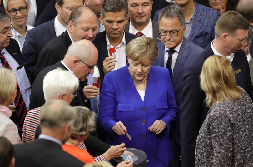 снимка 1 Бундестагът одобри узаконяването на еднополовите бракове в Германия