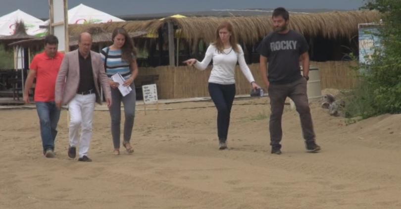 Министърът на туризма Николина Ангелкова направи изненадваща проверка на плаж