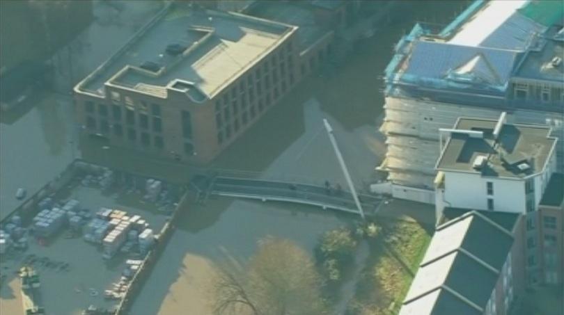 500 военни помагат справяне наводненията великобритания