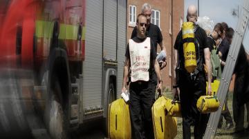 Евакуираха жилищен район в Англия заради опасност от взрив след пожар