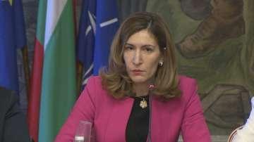 Няма да има пълна забрана за къмпингуване в България, обеща Ангелкова