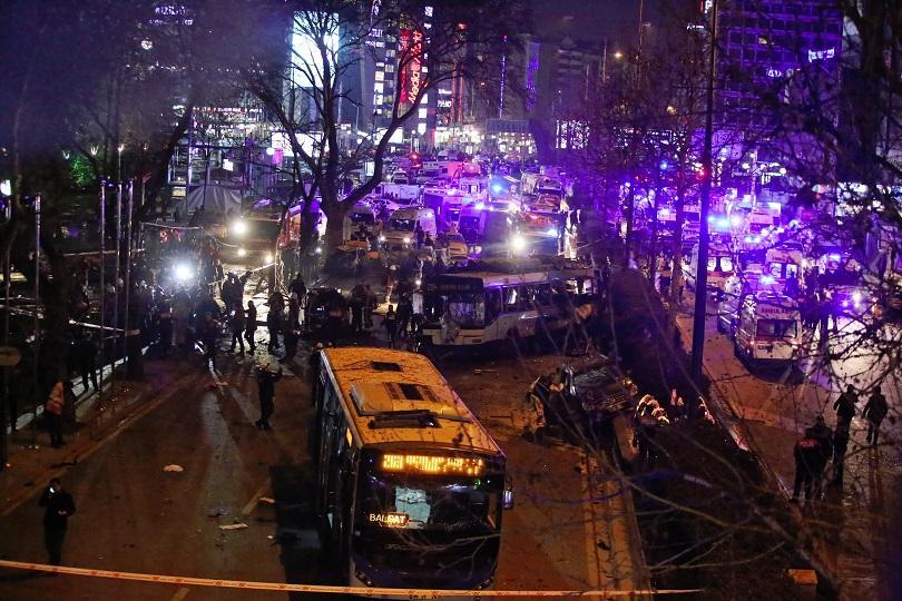 снимка 5 Мощна експлозия в центъра на Анкара (СНИМКИ И ВИДЕО)