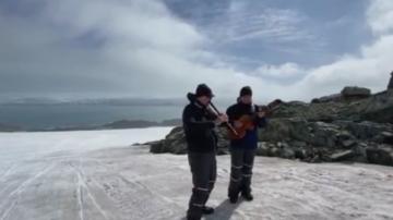Теодосий Спасов изнесе концерт пред пингвини и тюлени на Антарктида